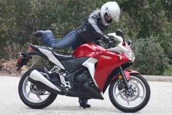 Como andar de moto - passo a passo - Montando