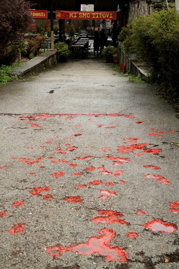 'Flor de Sarajevo trabalho artísico encontrado no centro da capital da Bósnia