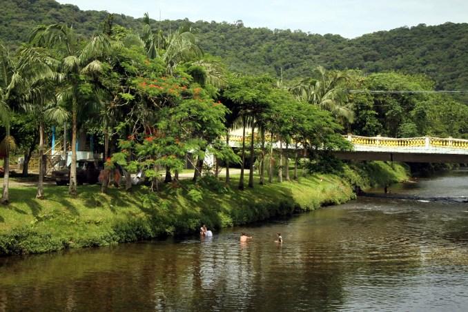Vista do rio, em Morretes, no Paraná (foto: Eduardo Vessoni)