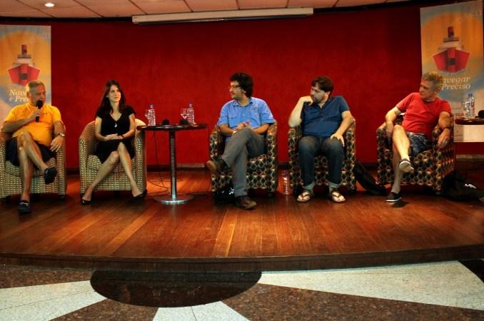 Vista da mesa de palestras com os escritores da edição 2014 do 'Navegar é Preciso' (foto: Eduardo Vessoni)