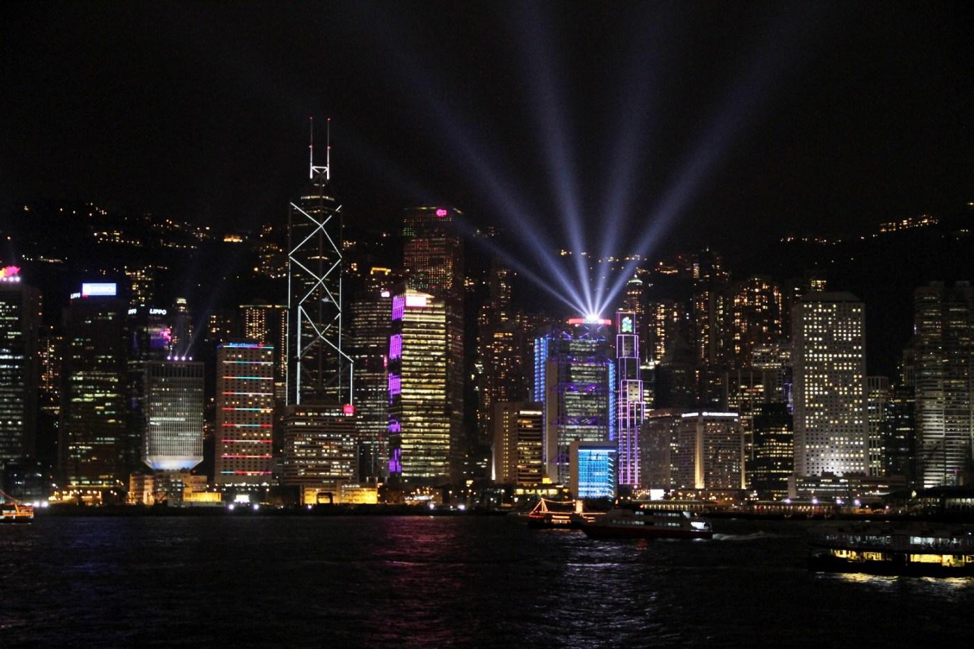 Sinfonia de Luzes, apresentação diária sobre o skyline de Hong Kong (foto: Eduardo Vessoni)