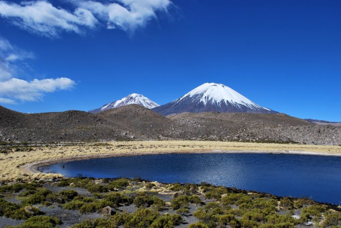 Vulcão Parinacota, no Parque Nacional Lauca, na região de Arica e Parinacota (foto: wilth / Flickr, Creative Commons)