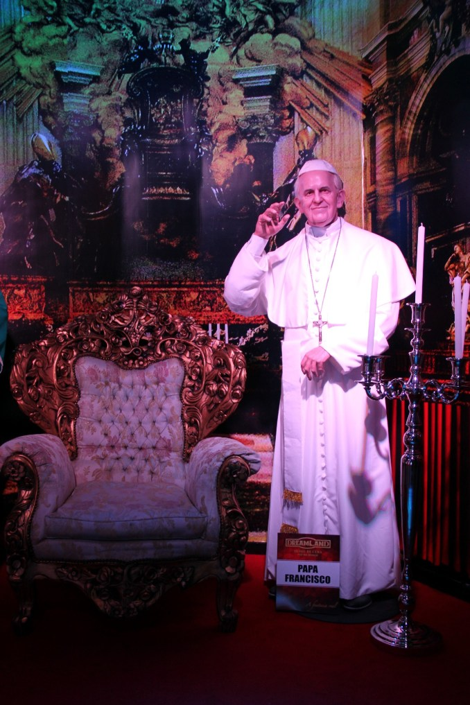 Réplica do Papa Francisco no Museu de Cera de Foz do Iguaçu (foto: Eduardo Vessoni)