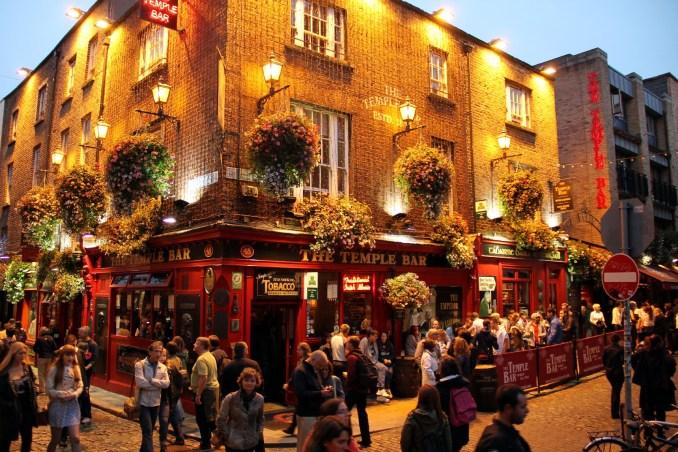 Temple Bar, uma das regiões de pubs mais populares de Dublin (foto: Eduardo Vessoni)
