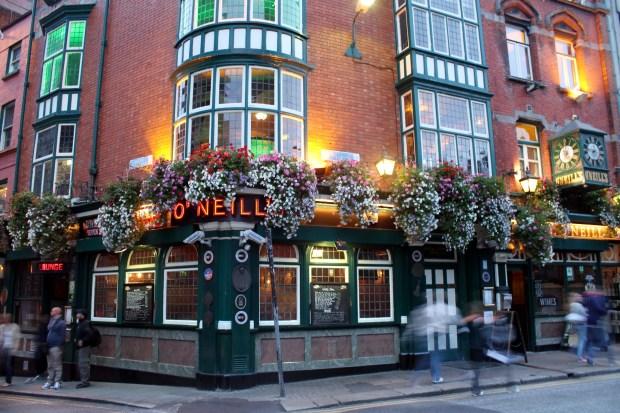 Fachada do pub O'Neill's, em Dublin (foto: Eduardo Vessoni)