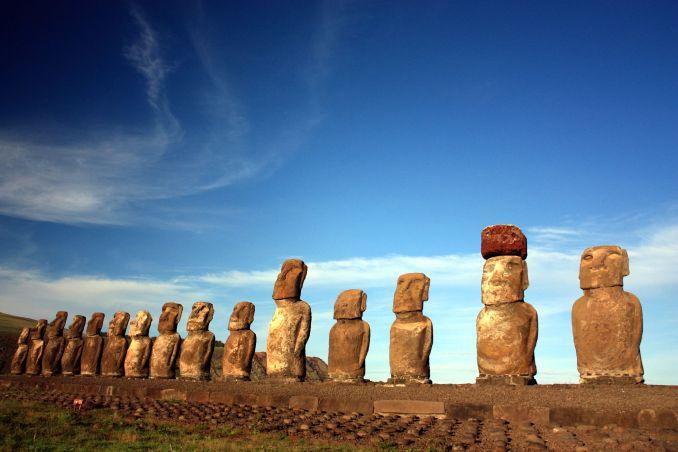 10) VER OS CENTROS CERIMONIAIS: Tongariki, na baía Haga Nui, é a maior plataforma funerária de Rapa Nui e abriga uma sequência de 15 moais (foto: Eduardo Vessoni)