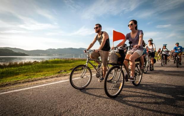 A Lagoa da Conceição é um dos atrativos naturais que estão no roteiro de 4 dias de bicicleta, em Florianópolis (foto: Caminhos do Sertão/Divulgação)