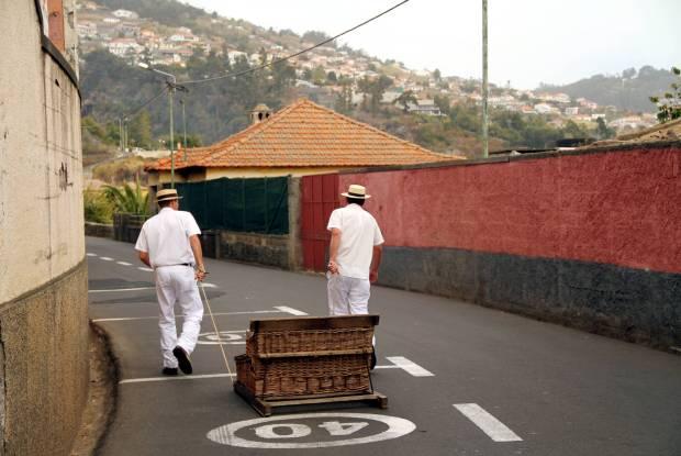 Carro de cestos, na Ilha da Madeira (foto: Eduardo Vessoni)