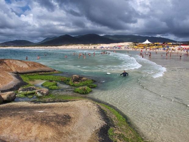 No Sul, os destaques do surfe são a Praia da Joaquina (foto) e a Praia do Campeche, em Florianópolis, Santa Catarina. Na região, as ondas chegam a um metro de altura, no inverno (foto: Otávio Nogueira/Fllickr-Creative Commons)