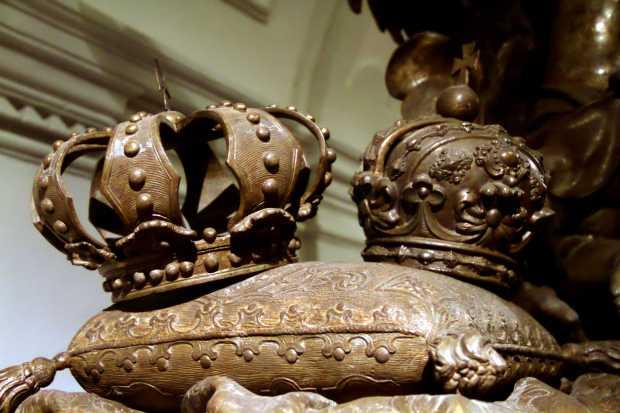Detalhe do caixão da imperatriz Isabel Cristina de Brunswick, considerado o trabalho fúnebre mais antigo de Balthasar Ferdinand Moll (foto: Eduardo Vessoni)
