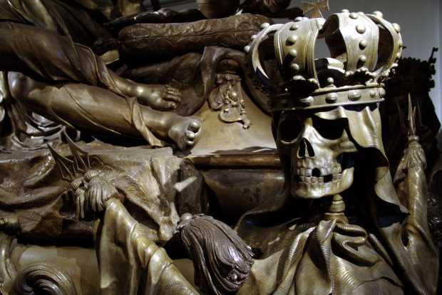 Vista docaixão de Karl VI, na Cripta Imperial, em Viena (foto: Eduardo Vessoni)
