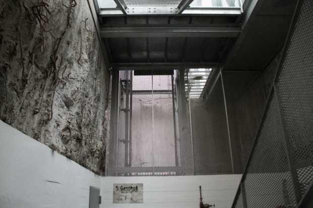 Na galeria de arte Sammlung Boros, em Berlim, a gente nunca sabe o que é arte e o que é história (foto: Eduardo Vessoni)