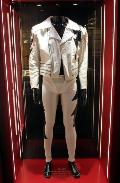 Figurino de Freddie Mercury, usado nas turnês na Europa e na África do Sul, em 1984, e no Brasil e na Oceania, em 1985 (foto: Eduardo Vessoni)