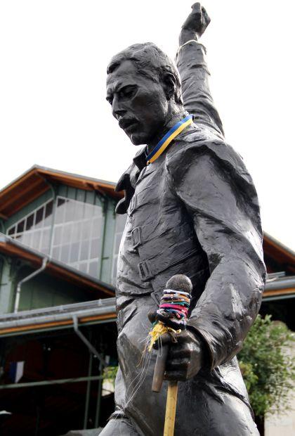 Estátua em homenagem a Freddie Mercury, em Montreux, na Suíça (foto: Eduardo Vessoni)
