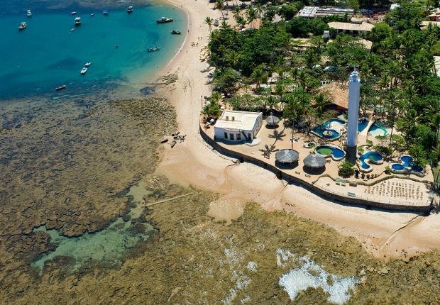 Considerado um dos mais frequentados do Brasil, com 600 mil pessoas por ano, o Centro de Visitantes da Praia do Forte, a 60 km de Salvador, na Bahia, ocupa uma área de dez mil m² e oferece visitas guiadas e espaços temáticos como o tanque-barco (foto: Projeto Tamar/Divulgação)