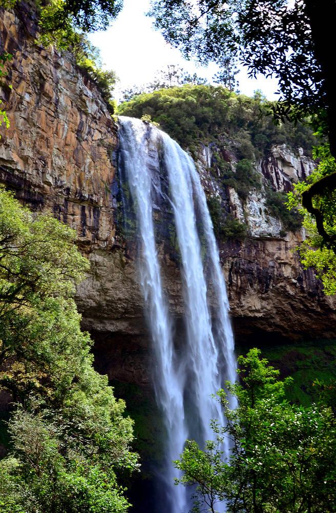 Cascata do Caracol vista debaixo, durante trilha no Parque Estadual do Caracol, em Canela (foto: Gian Cornachini/Flickr-Creative Commons)