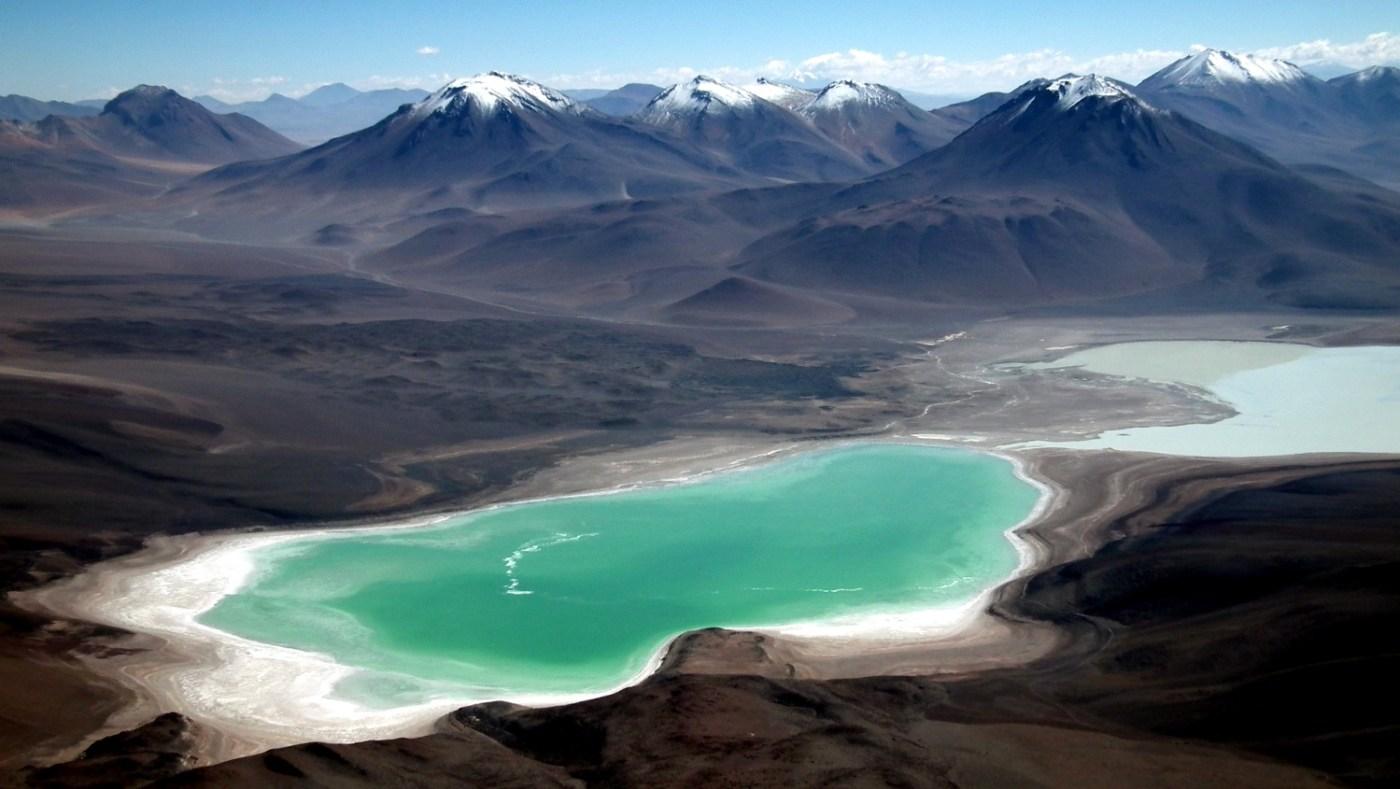 Laguna Verde vista do vulcão Licancabur (foto: Wikimedia Commons)