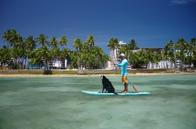 SUP em Ponta Verde, praia urbana de Maceió (foto: Eduardo Vessoni)