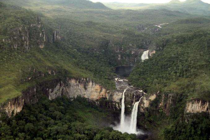 Vista do do salto do Rio Preto, no Parque Nacional da Chapada dos Veadeiros (foto: Eduardo Vessoni)