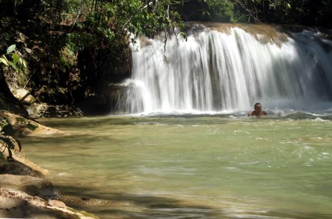 Cachoeira vista durante trilha na fazenda Ceita Corê (foto: Eduardo Vessoni)