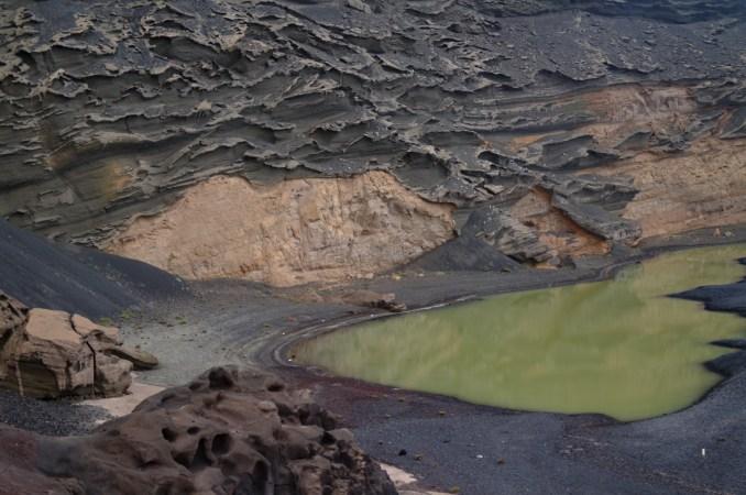 Lagoa no interior do vulcão El Golfo (foto: Eduardo Vessoni)