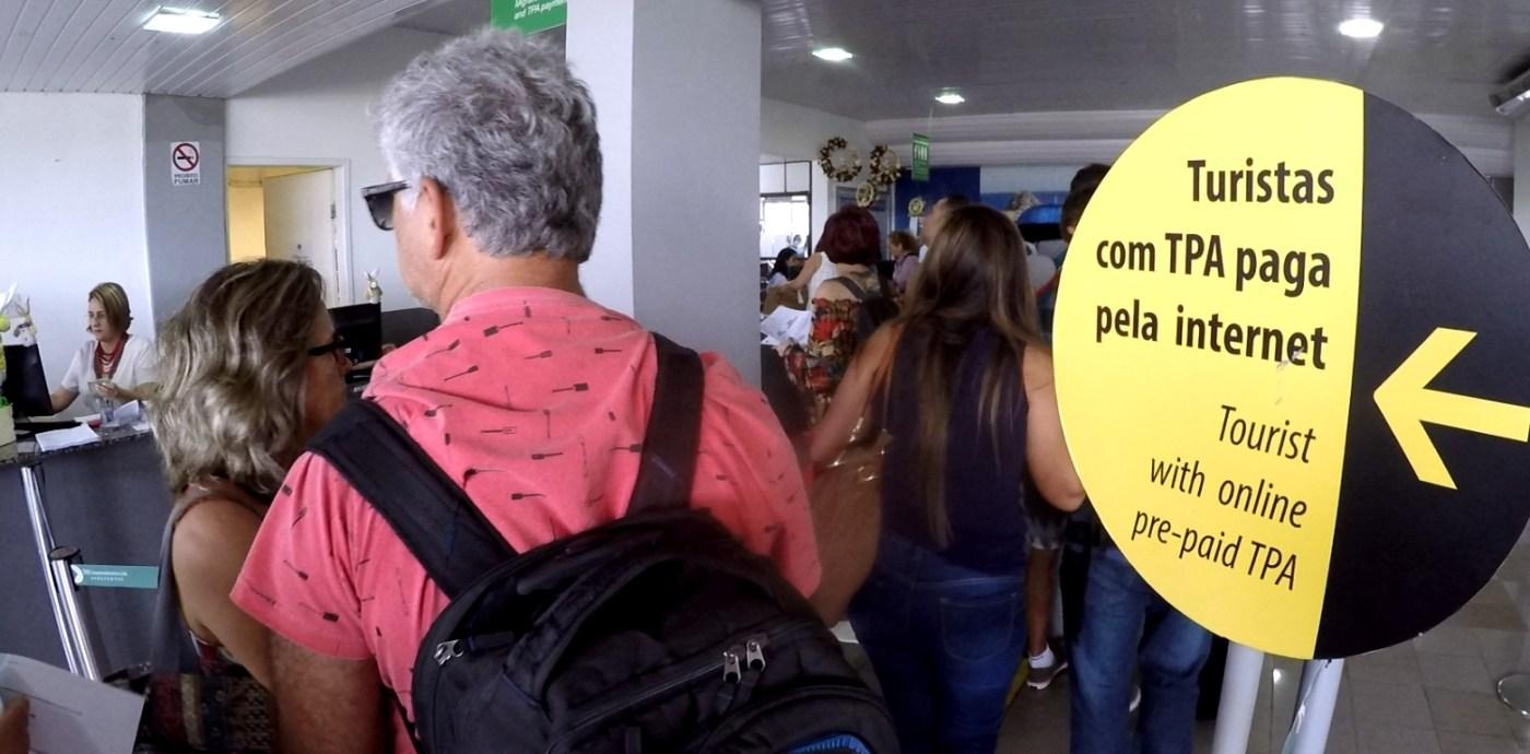 A TPA (Taxa de Preservação Ambiental) é obrigatória para entrar em Fernando de Noronha e custa R$ 68,74 por dia (foto: Eduardo Vessoni)