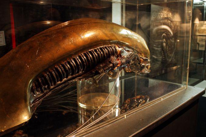 Versão mecânica de um dos bonecos usados nas gravações de Alien, em exposição no Museum HR Giger, na Suíça (foto: Eduardo Vessoni)
