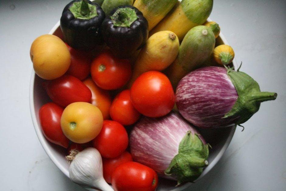 Estações de alguns temperos, verduras e legumes na Itália
