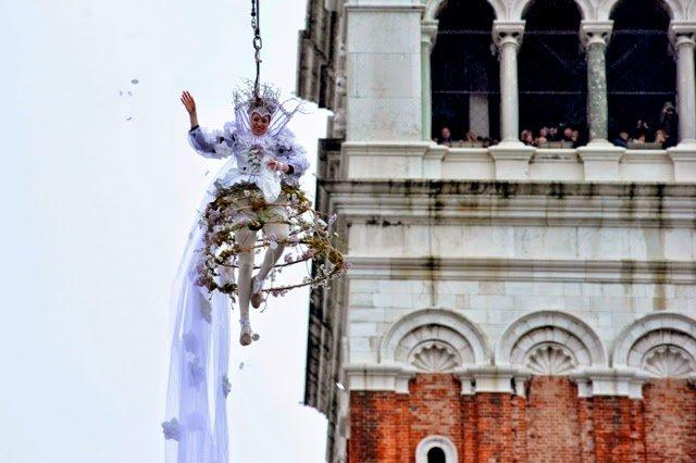 Carnaval de Veneza: Voo do anjo