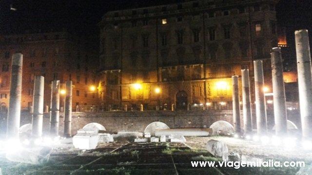 Roma Antiga: Foro de César e Foro de Augusto à noite