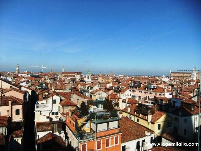 Visitar a Torre do Relógio, em Veneza
