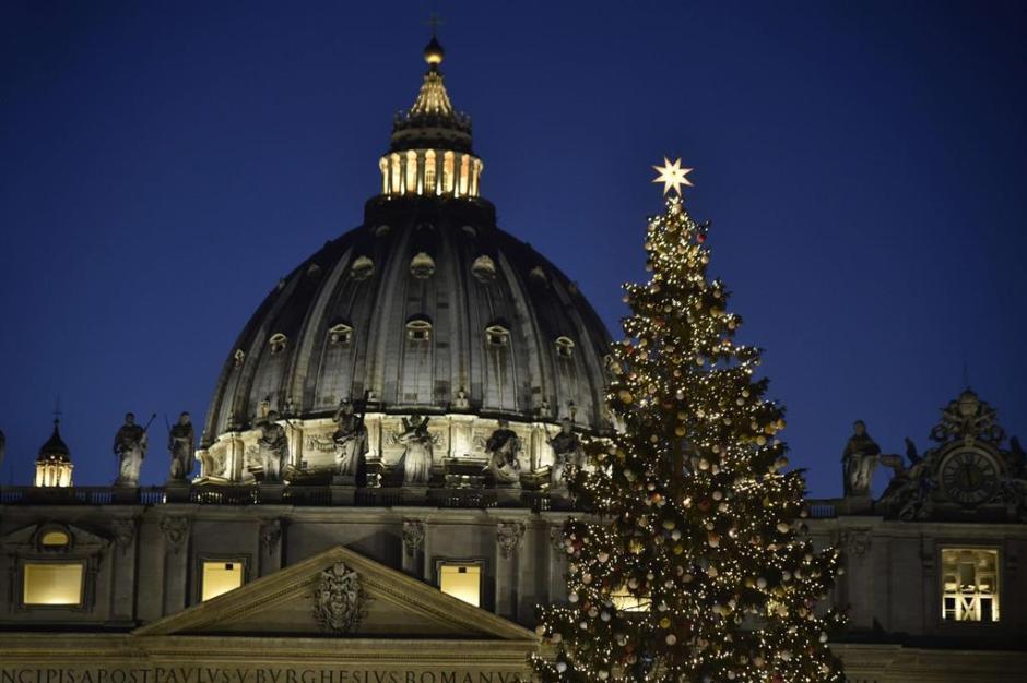 Árvore de Natal e Presépio na Praça São Pedro, Vaticano.