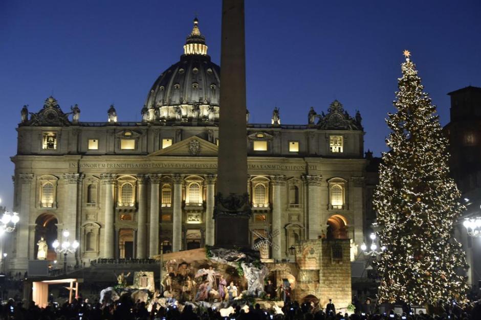 Árvore de Natal e Presépio na Praça São Pedro, Cidade do Vaticano