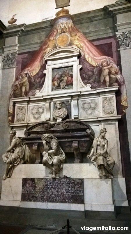 Basílica de Santa Cruz, Florença, tumba do artista Michelangelo