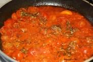 preparare il sugo con i pomodorini