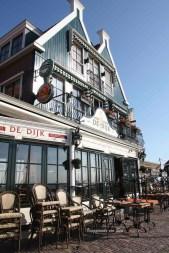 Tipico locale lungo la Haven Straat