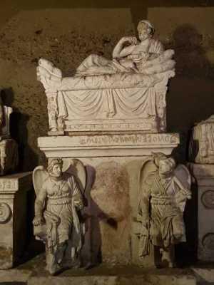 Ipogeo dei Volumni, l'urna di Arnth Velimnas Aules
