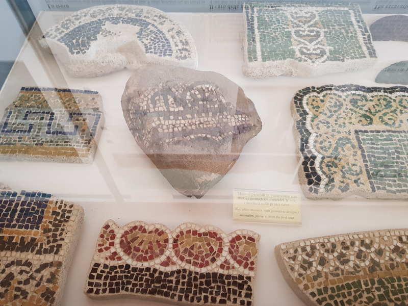 Mosaici parietali in paste vitree provenienti dalla prima nave