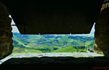 Serralunga_castello_veduta_sulle_Langhe