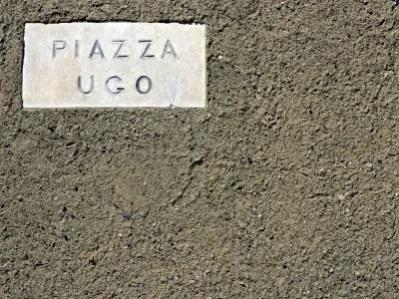 Piazza Ugo a Bolgheri, uno dei borghi da visitare in provincia di livorno.