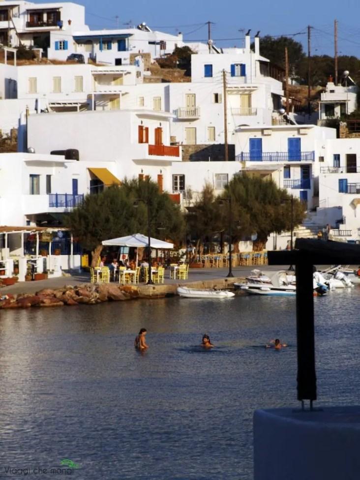 spiaggia di Faros sull'isola di sifnos.