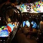 Lampade colorate al Suq di Genova.