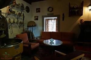 L'interno del Café de Alma a Mostar, il luogo perfetto per bere un caffè bosniaco a mostar.