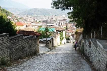 berat salita al castello città da visitare in albania