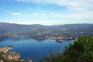 Panorama dal Santuario della Madonna del Sasso visitare il lago d'orta