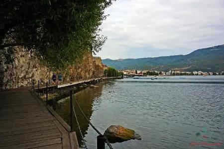 cosa vedere sul lago di ohrid: la passerella sul lago