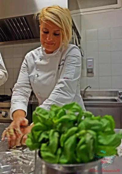 antonella coppola prepara lo scialatiello al ristorante shali di genova
