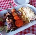 cosa mangiare a kotor: la Njeguški stek e l'agnello.