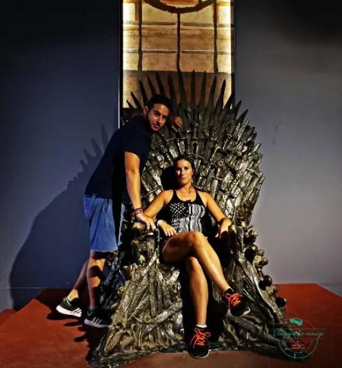 seduti sul trono di spade a lokrum.
