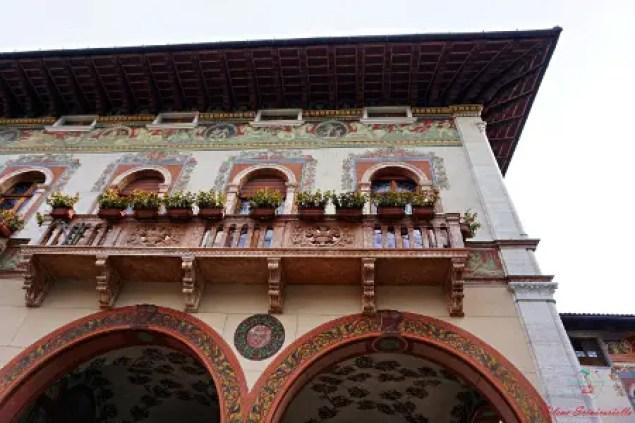 cosa vedere a rovereto: le facciate antiche dei palazzi del centro storico.